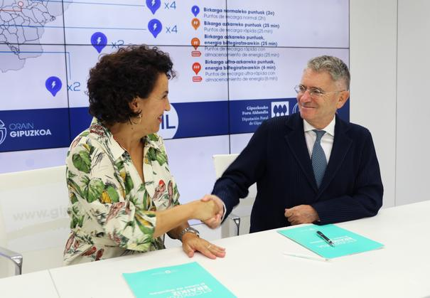 El convenio entre Diputación Foral e Ibil incrementará en un 21% los puntos de recarga para vehículos eléctricos de Gipuzkoa