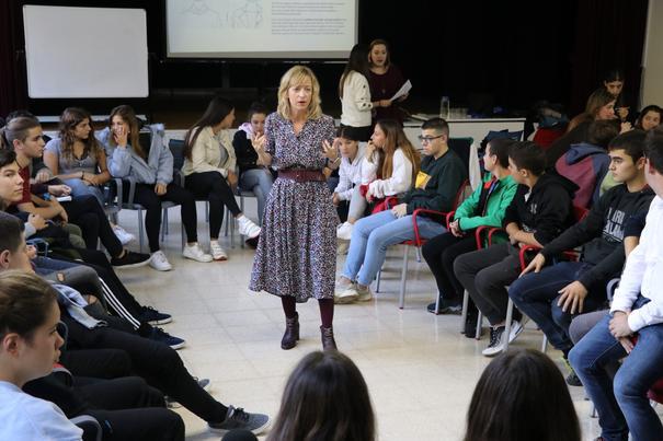 Politika gertutik ezagutzen ari dira Gipuzkoako 600 gazte, Europaren Youth Empowerment programaren eskutik