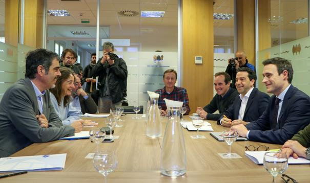 La Mesa Interinstitucional aborda la implantación de una tasa turística en Gipuzkoa