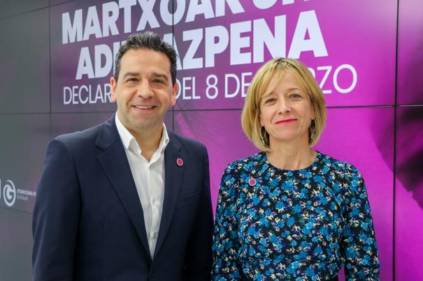 Eider Mendoza foru bozeramailea eta Imanol Lasa diputatua
